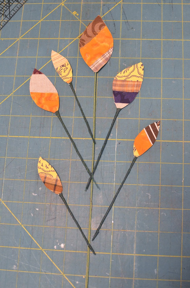 DIY no-sew scrap fabric leaves that hold their shape
