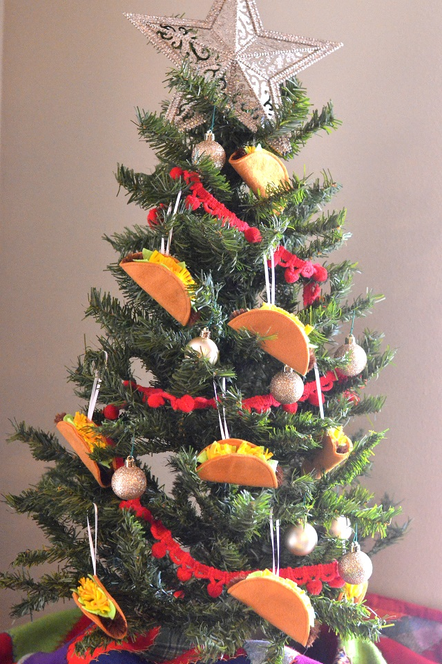 Felt Taco Christmas Ornament Tutorial. Because who doesn't love tacos?