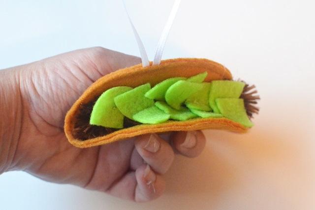 Felt Taco Christmas Ornament - TUTORIAL
