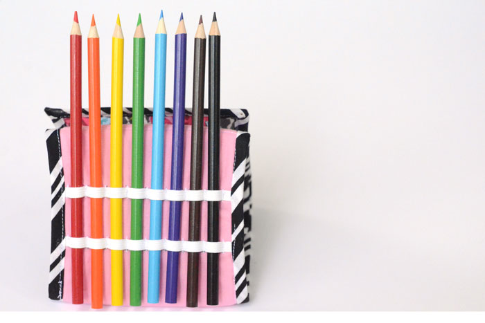 Pencil Holder Easel Pouch - stand up pencil pouch tutorial