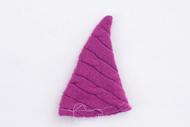 Upcycled Sweater Christmas Tree Ornaments - Free Pattern #Christmasornament #diytutorial #recycledcrafts
