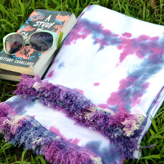 Easy Fringed Tie Dye Beach Blanket Tutorial