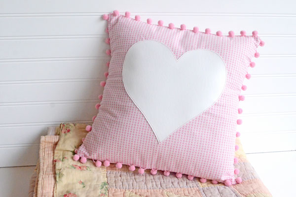 Pom Pom Heart Pillow Tutorial -  With Free Pattern